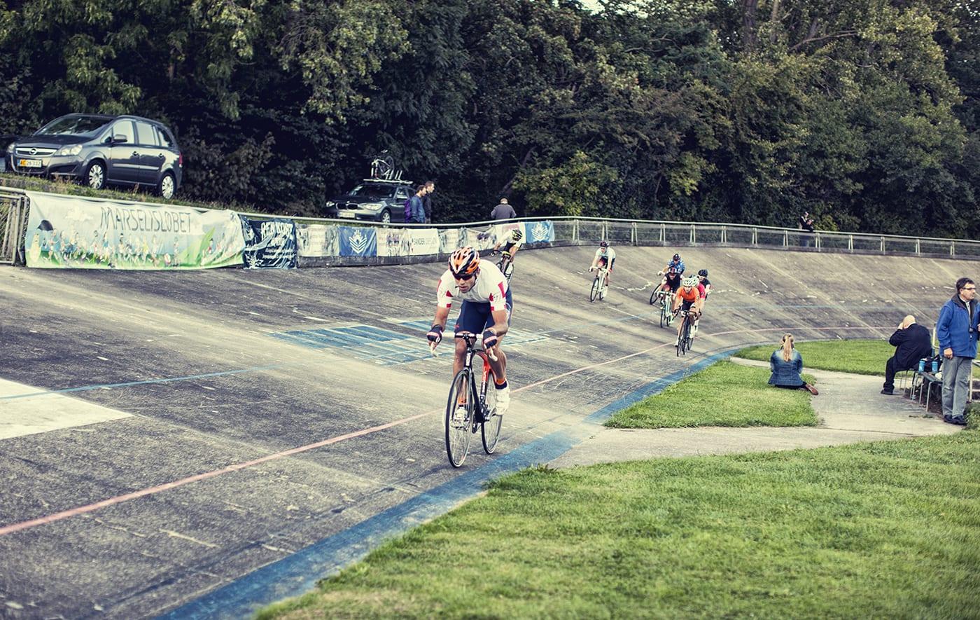 Alex Rasmussen tager teten og kører i front © Photo: Uggi Kaldan // AltomCykling.dk