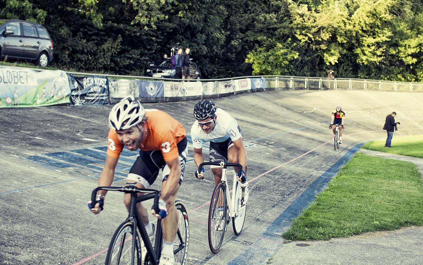 Michael Berling ligger rutineret på hjul på Andreas Kos © Photo: Uggi Kaldan // AltomCykling.dk