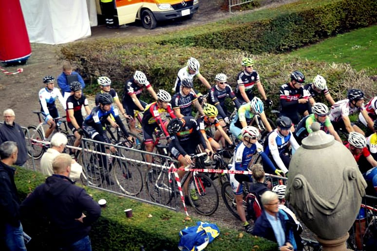 Start UCI Cross Kronborg 2014 ©Photo: AltomCykling.dk