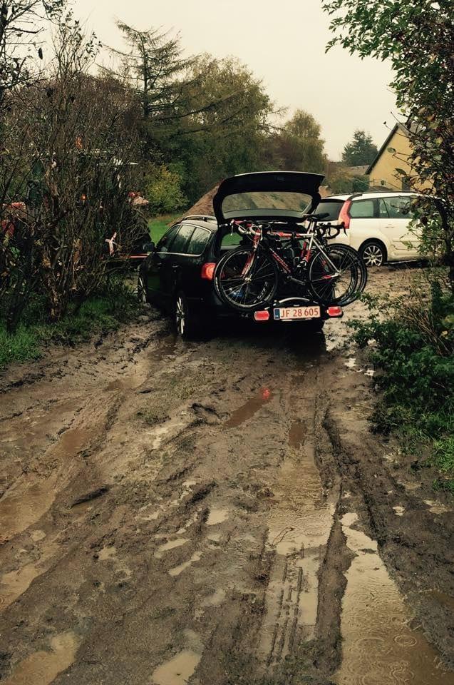 Selv bilerne druknede © Alpetramp 2014