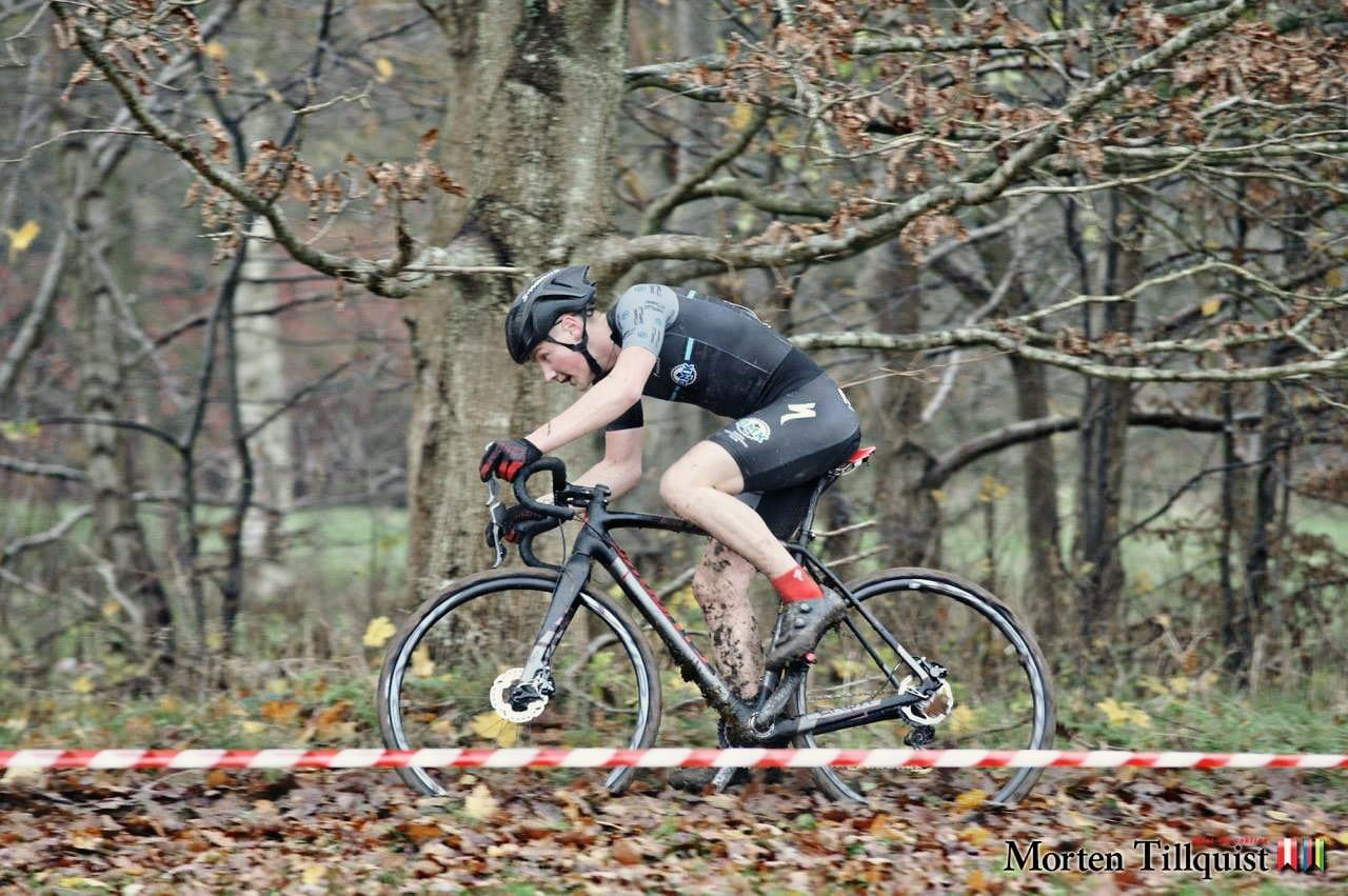 At skulle dukke sig for grene er noget rutearrangører helst skal undgå ©Photo: Morten Tilquist // AltomCykling.dk
