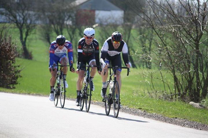 Vi prøvede at slippe fri, og gav os fuldt ud! ©Foto: AltomCykling.dk